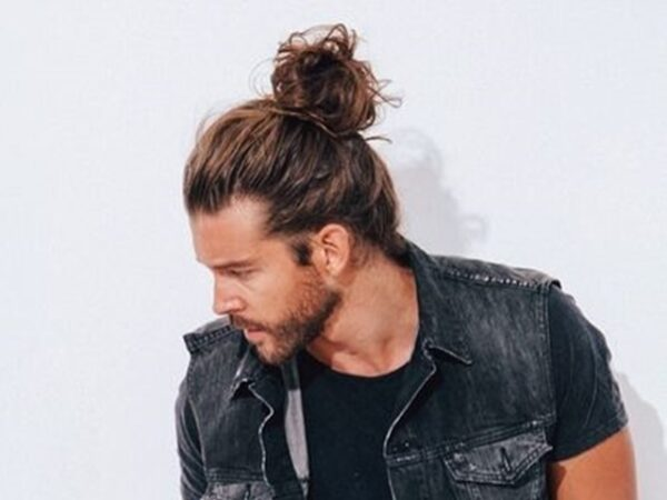 Dynamic-Hipster-Haircut-For-Men-with-a-Beard