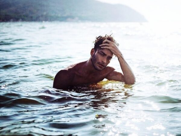 Symbolic-Beach-Photography-Poses-for-Men