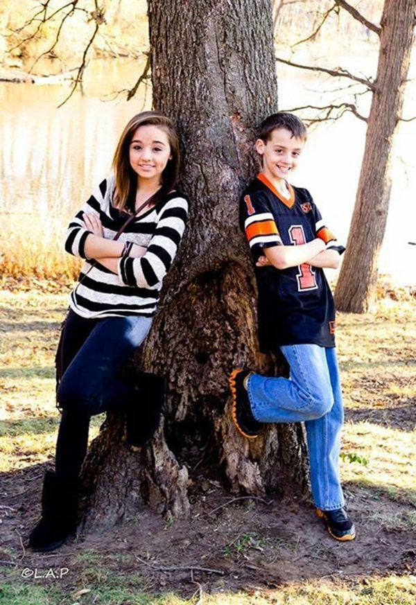 Best-Brother-Sister-Photography-Poses